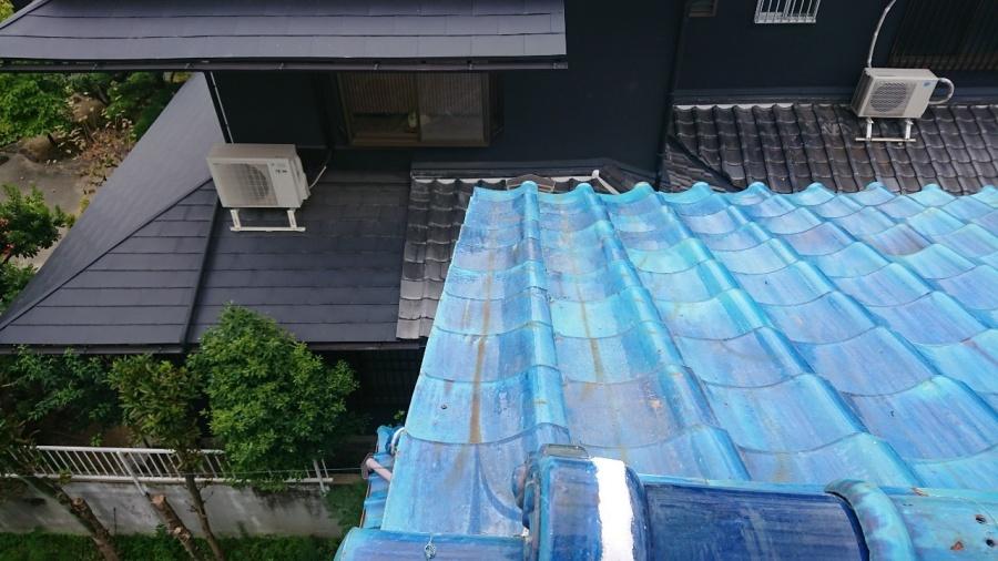 袖瓦を葺き直して、ビスで補強して完成です。