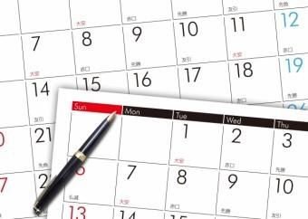 カレンダーとペンでスケジュールをメモ 素材