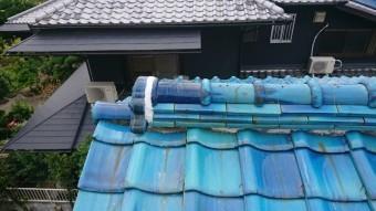 ノシ瓦を積み直し、新しい丸瓦で補修しました。