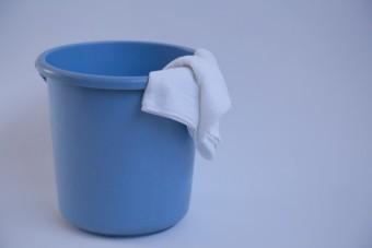 雨漏り対策 バケツと雑巾 素材