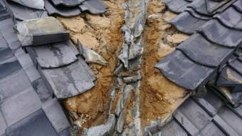 谷部の土が濡れて、砂化しています。