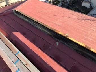 貫板にも雨水が廻り、一部腐食している状態です。