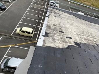 RC下地に接着工法されたシングル材が強風で飛散してしまっています。
