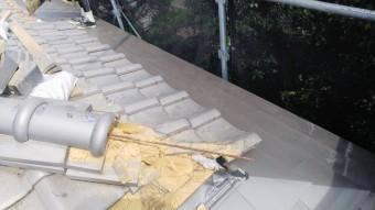 カレッセを葺き上げた後、一文字軒瓦を葺き直していきます。