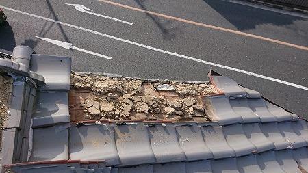 板金が被せられていた、ケラバ部分はほとんど解体します。