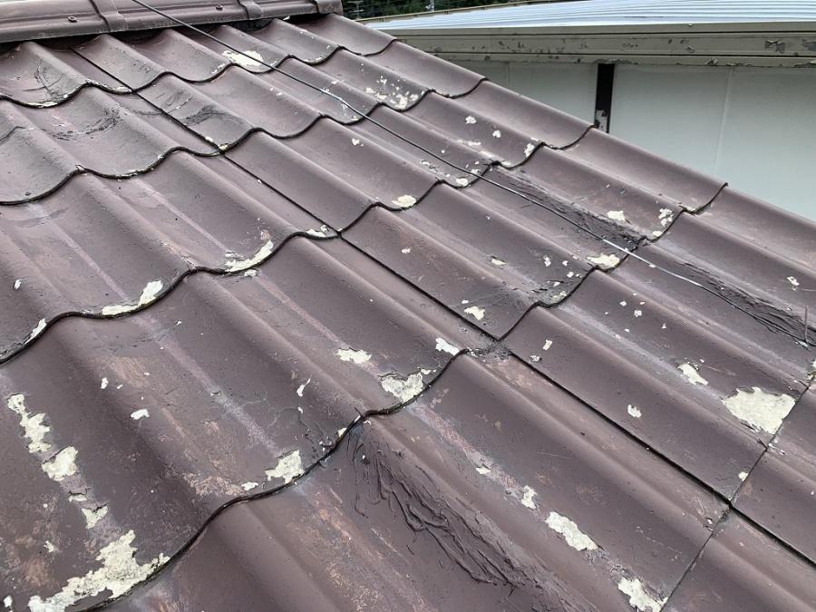 2F 表面の塗装も剥がれ、割れも多数あります。