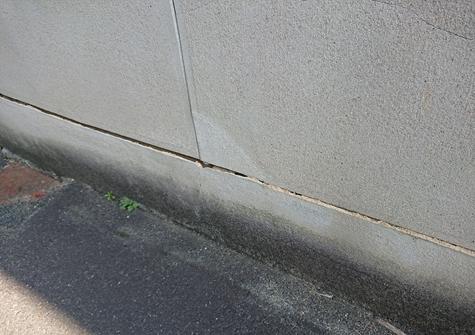 寝屋川市 塀の表面が剥離している