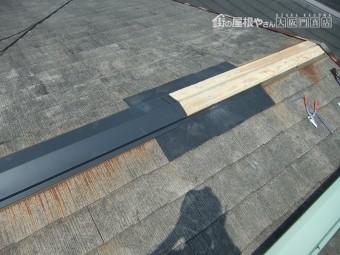 棟包板金の接合部も2重コーキングをします。