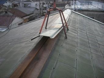 先日の大雨強風で棟板金めくれた