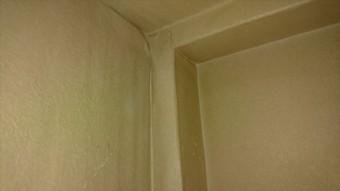 雨漏り箇所、3階から2階の階段横クロス
