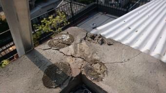 笠木のモルタルにはヒビが入っていました