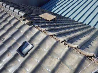 葺土も含め完全に棟瓦を取り除きます。