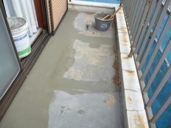 セメントで水流れの勾配の補正