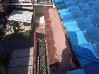 庇板金もここまで錆びてしまうと、塗装ではダメですね。
