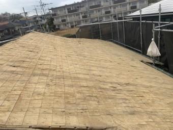 瓦も土もすべて撤去して、下葺材の杉板のみになりました。