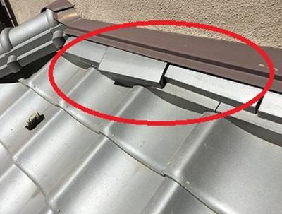 枚方市 下屋根熨斗瓦が落下しかけている