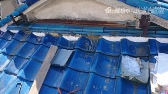 壁際のノシ瓦の面戸漆喰も解体します。