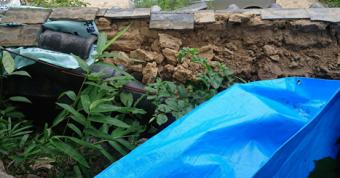 寝屋川市 塀瓦が崩れ土が丸見え状態