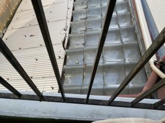 大東市下屋根瓦割れ