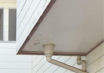 排水口近くの経年劣化による塗膜の剥がれ